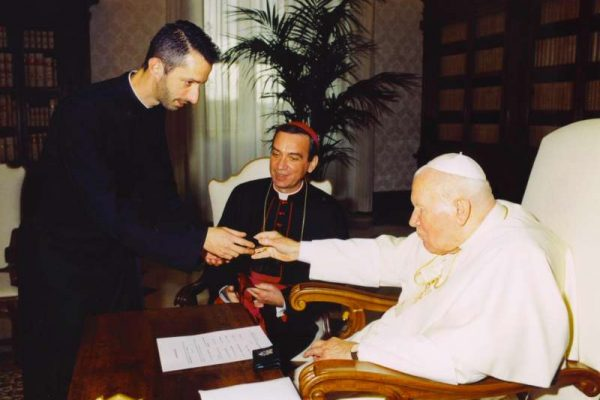 Pope John Paul II With Archbishop Dennis Schnurr and Father Richard Kunst: Receiving a Rosary
