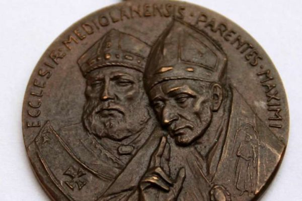 Bronze Medal from 1958 Depicting Two Milanese Cardinals & the Coat of Arms of Pope Paul VI