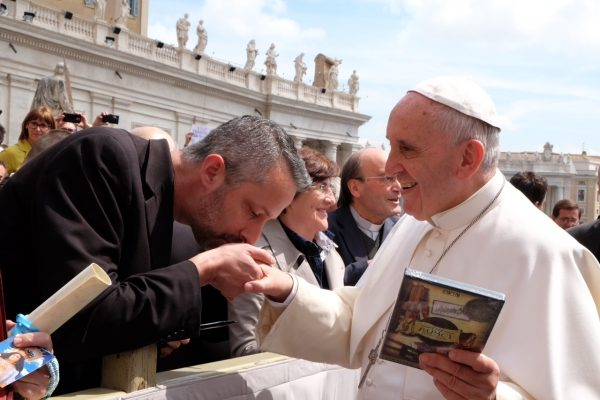 Fr Richard Kunst and Pope Francis 17