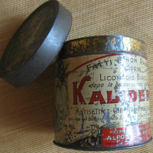 Pharmaceutical Tin with Coat of Arms of Pius X