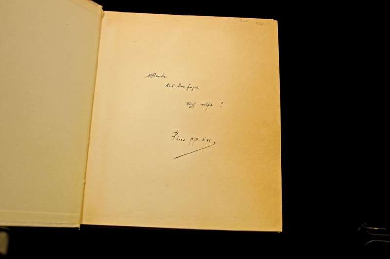 Photo Book - Pilgrim or Tourist Book of the Vatican (autograph)