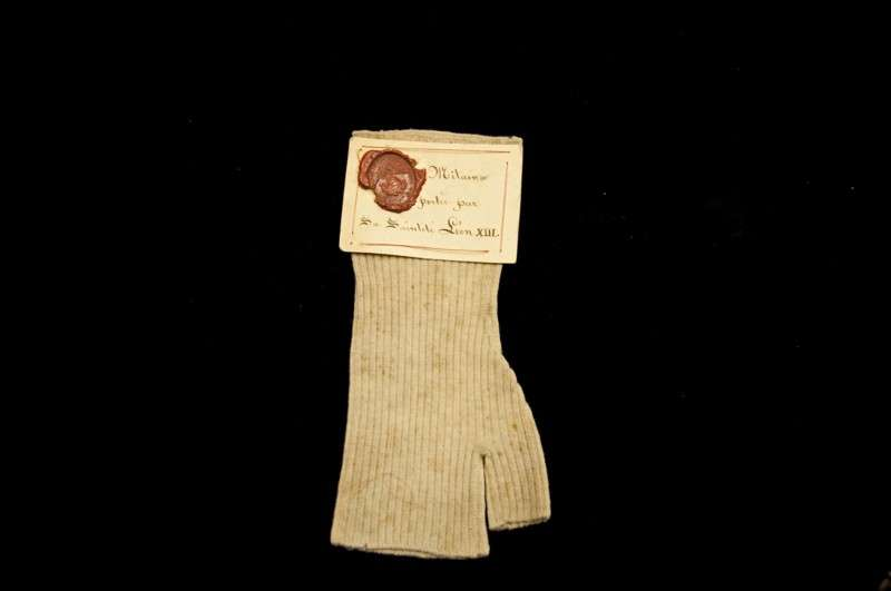 Glove Without Fingers Belonging to Pope Leo XIII