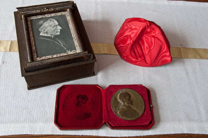 Zuchetto,Box, and Medal